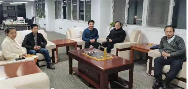 省住建厅老领导看望春节期间留郑过年的外地企业家182.png